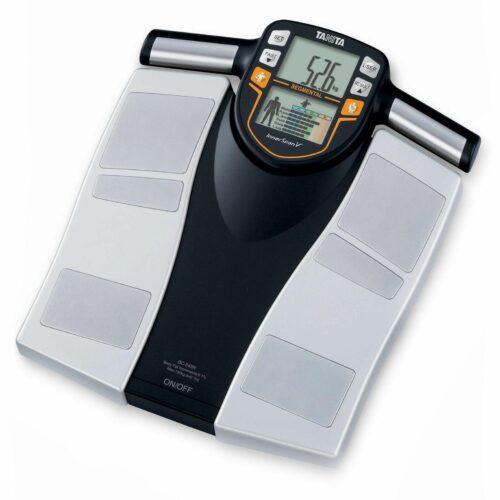 Чому електронні ваги показують різну вагу?