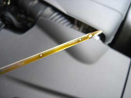 Чому підвищився рівень масла у двигуні: основні причини