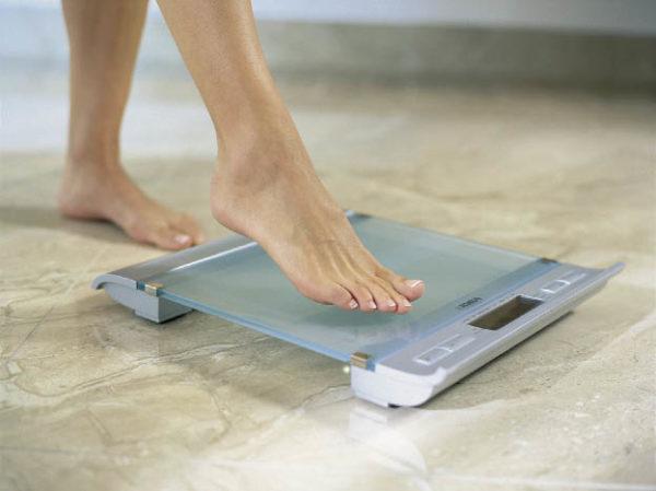 Як налаштувати і перевірити на точність електронні підлогові ваги?