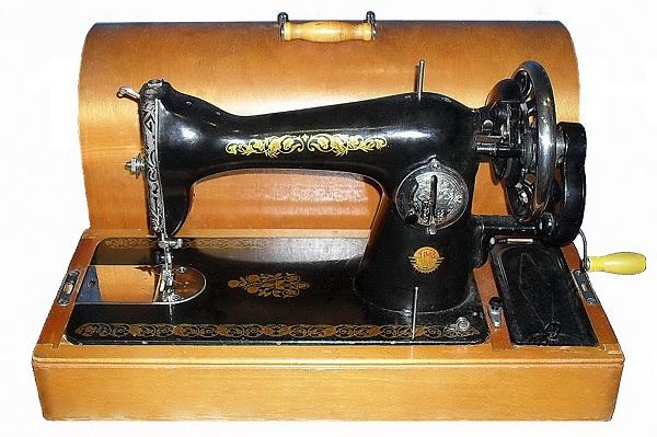 Як користуватися ручною швейною машинкою